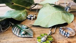 葉とカエルのシルバーアクセサリ
